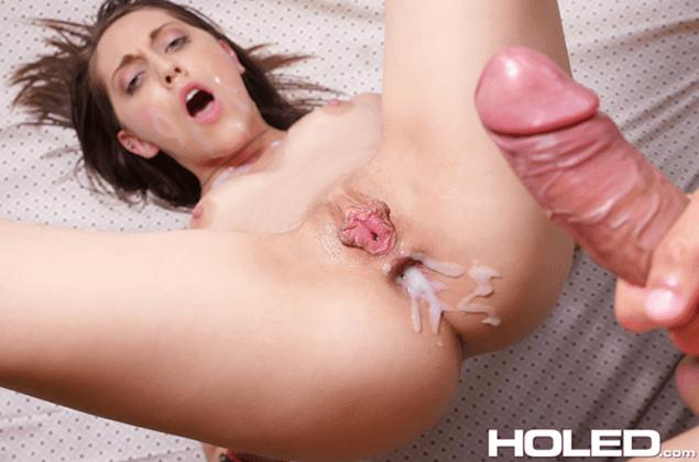 Flachbusiges Mädchen nach brutalem Anal Sex vollgespritzt