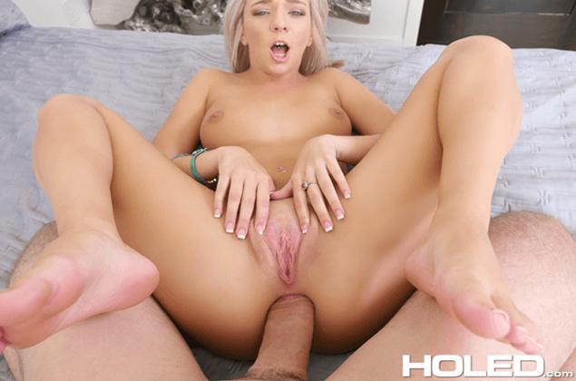 POV Analsex Bild zeigt junges Girl beim Hardcore Arschfick